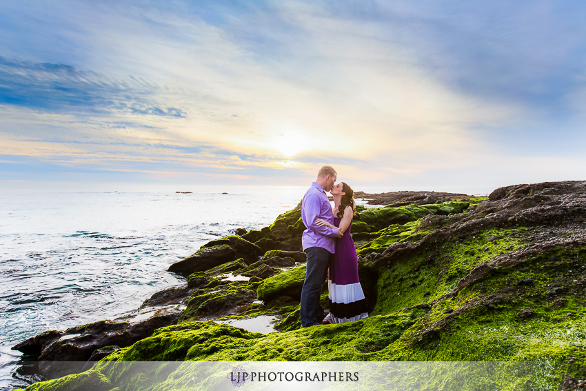 06-laguna-beach-sunset-engagement-photos