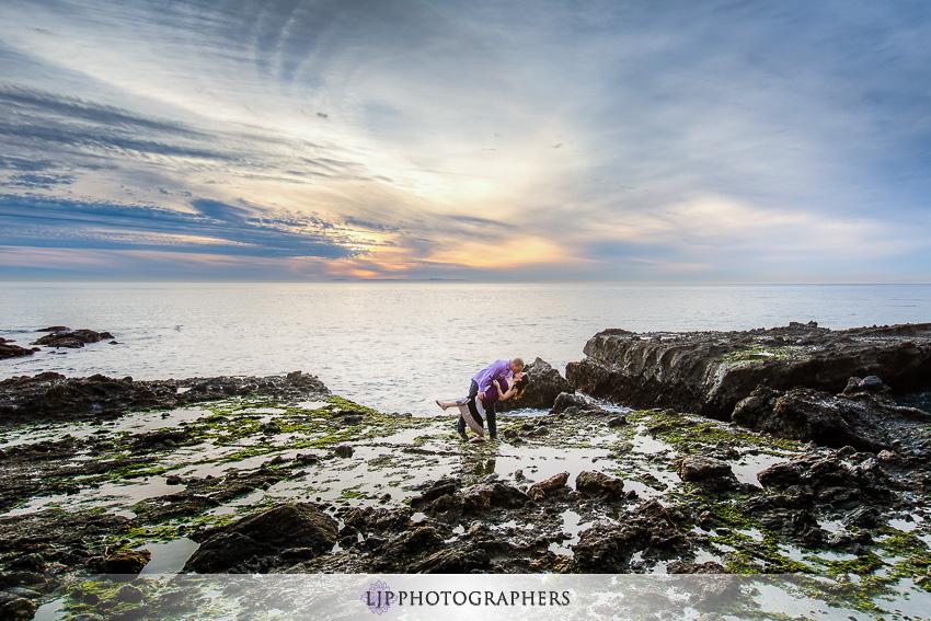 07-laguna-beach-sunset-engagement-photos