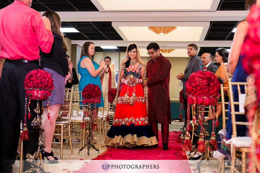 10-courtyard-by-marriott-hotel-wedding-photographer
