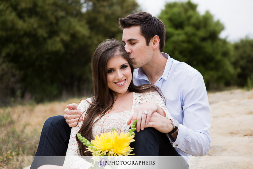 02-romantic-engagement-photos