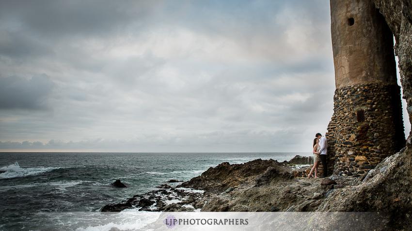 06-romantic-engagement-photos