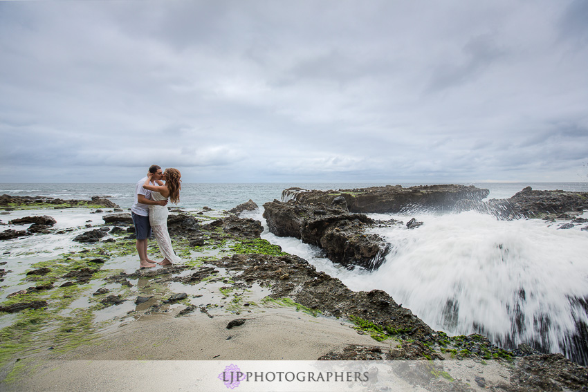 01-victoria-beach-engagement-photos