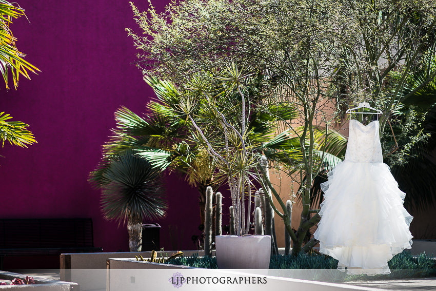 04-museum-of-latin-american-art-wedding-photographer