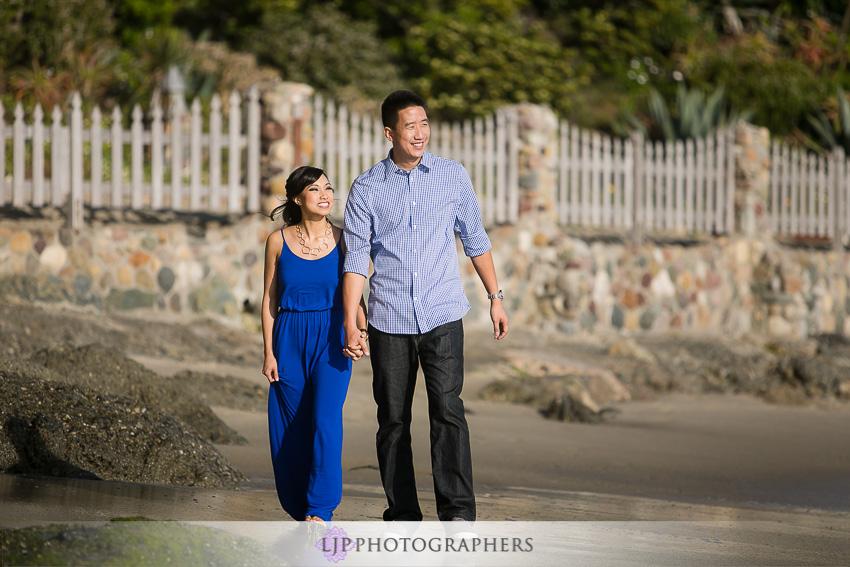 06-fun-engagement-beach-photos