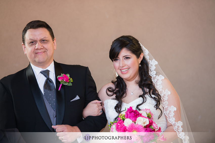 07-museum-of-latin-american-art-wedding-photographer