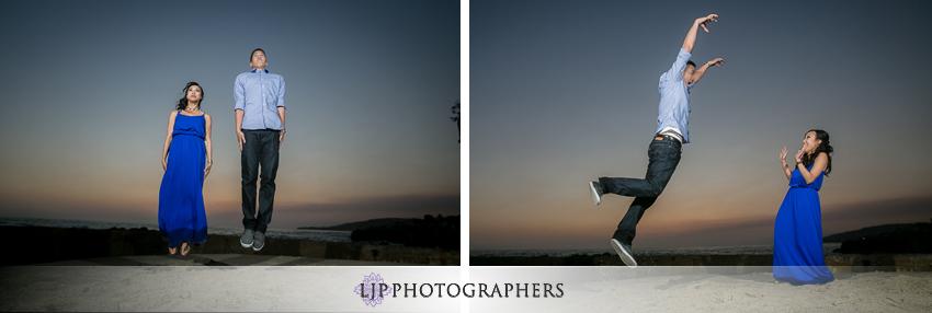 08-fun-engagement-beach-photos