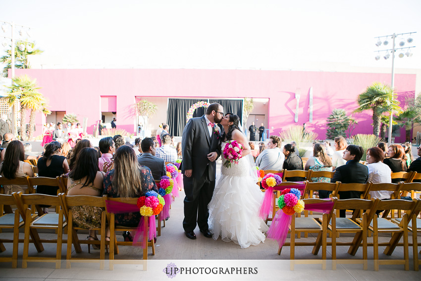 11-museum-of-latin-american-art-wedding-photographer