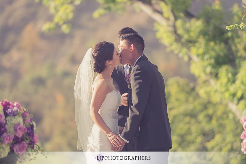17-mountain-gate-country-club-wedding-photographer-wedding-rings