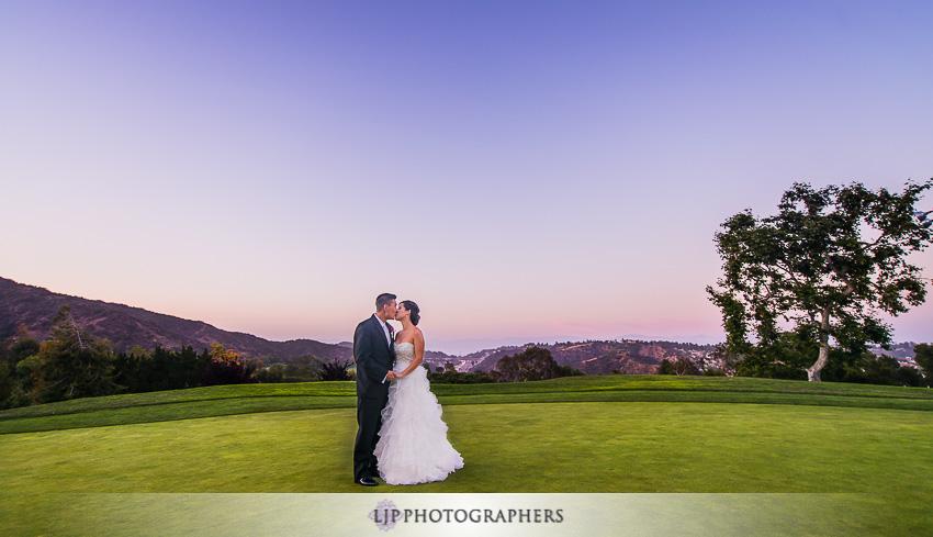 20-mountain-gate-country-club-wedding-photographer-wedding-rings