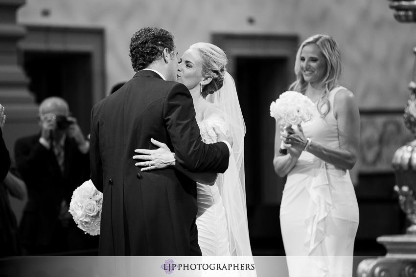 07-mission-basilica-san-juan-capistrano-wedding-photographer-wedding-dress