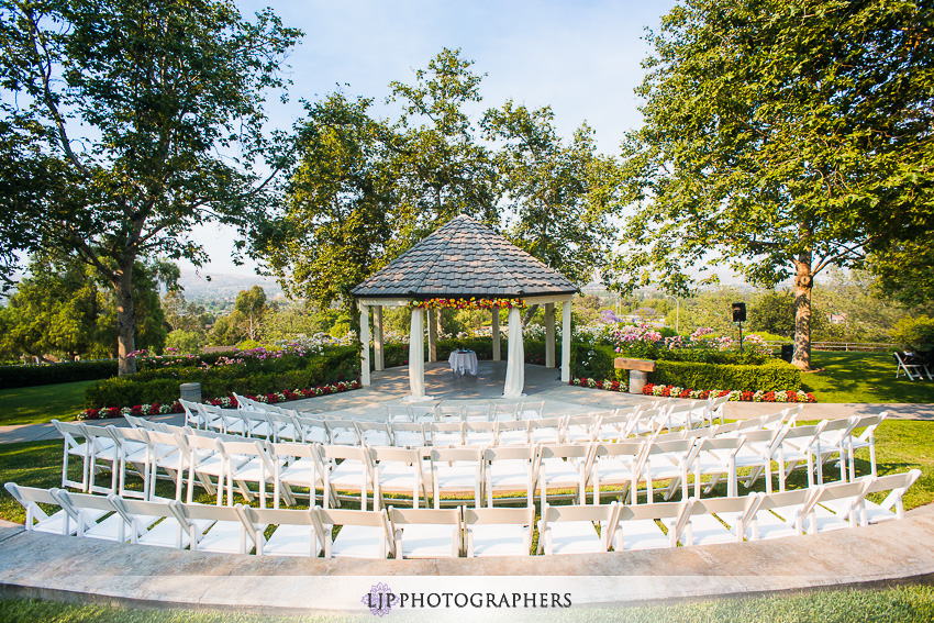 09-summit-house-fullerton-wedding-photographer-wedding-bouquet
