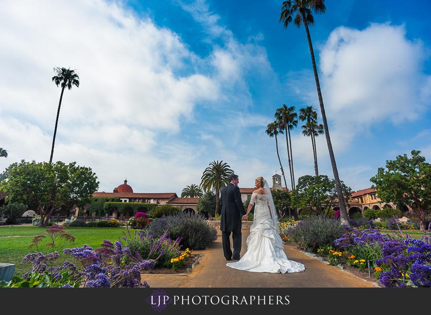 10-mission-basilica-san-juan-capistrano-wedding-photographer-wedding-dress