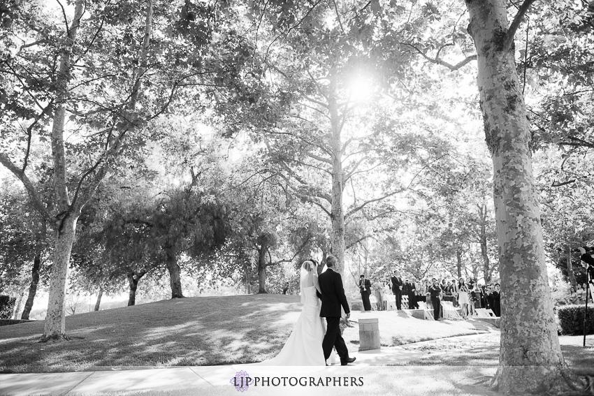 10-summit-house-fullerton-wedding-photographer-wedding-bouquet