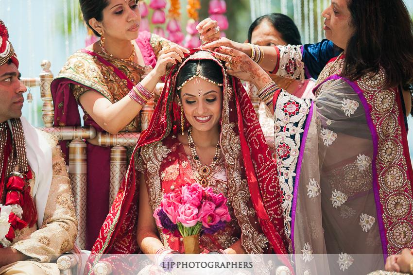 11-hyatt-huntington-beach-indian-wedding-photographer-mandap