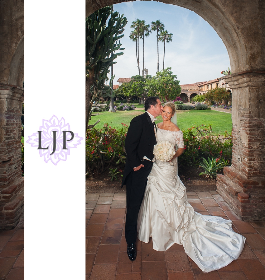 11-mission-basilica-san-juan-capistrano-wedding-photographer-wedding-dress