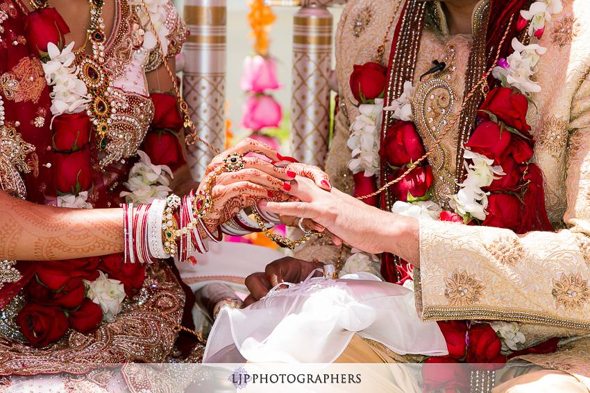 12-hyatt-huntington-beach-indian-wedding-photographer-mandap