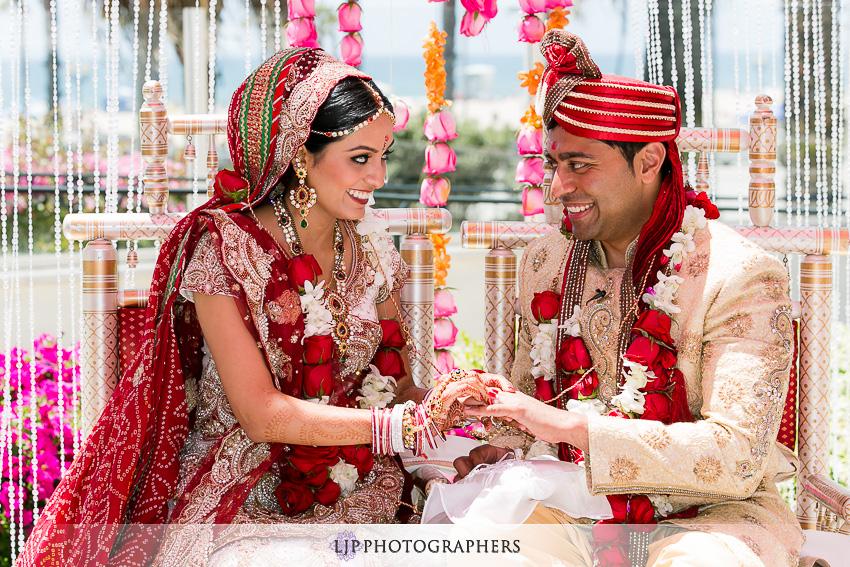 13-hyatt-huntington-beach-indian-wedding-photographer-mandap