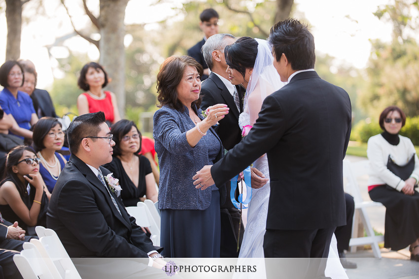13-summit-house-fullerton-wedding-photographer-wedding-bouquet