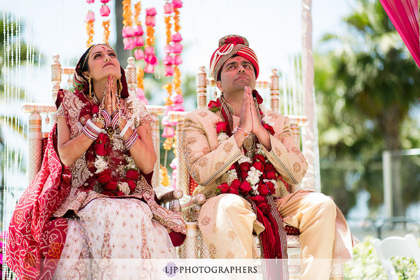 14-hyatt-huntington-beach-indian-wedding-photographer-mandap
