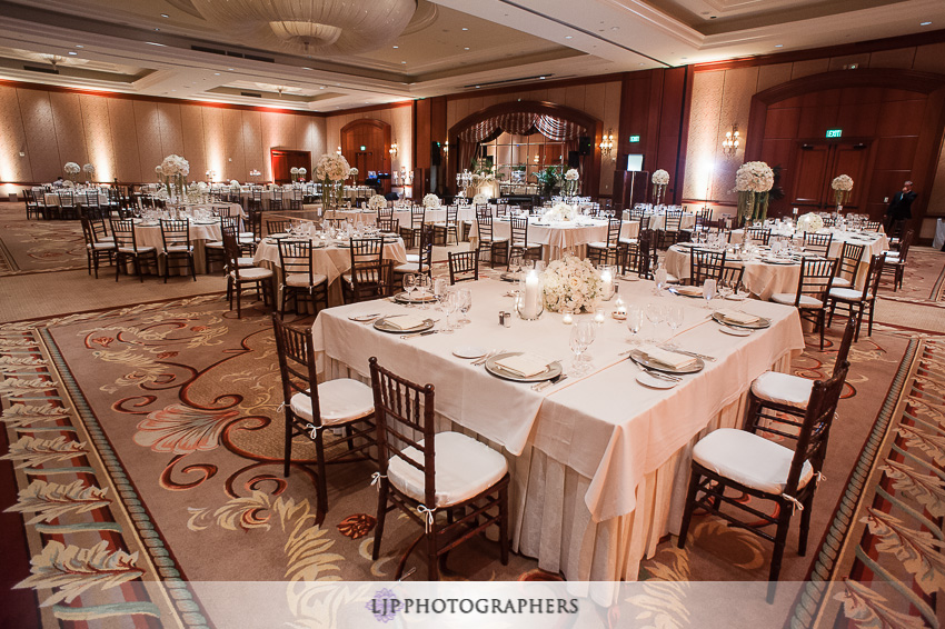 14-mission-basilica-san-juan-capistrano-wedding-photographer-wedding-dress