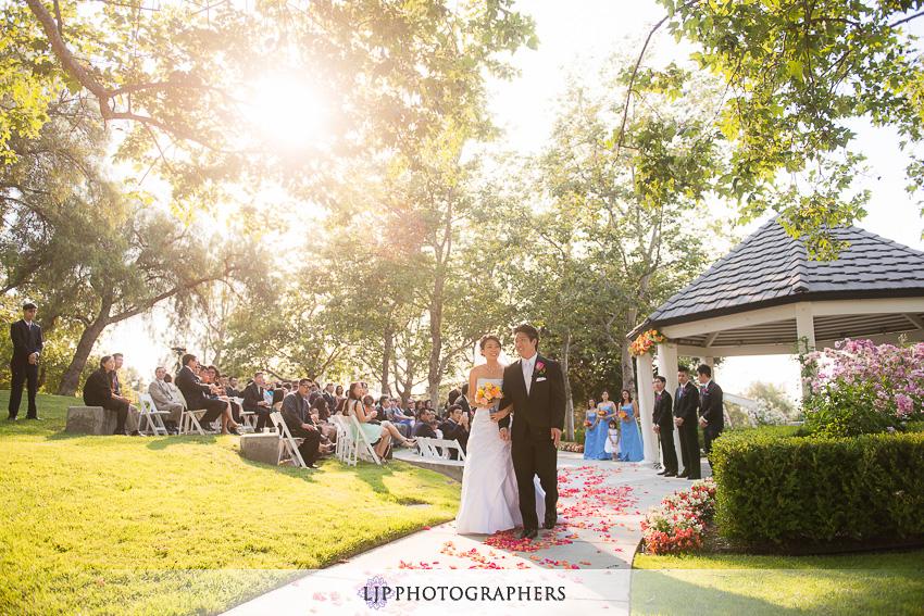 14-summit-house-fullerton-wedding-photographer-wedding-bouquet