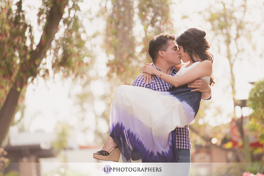15-ND-San-Diego-Midway-Engagement-Photos