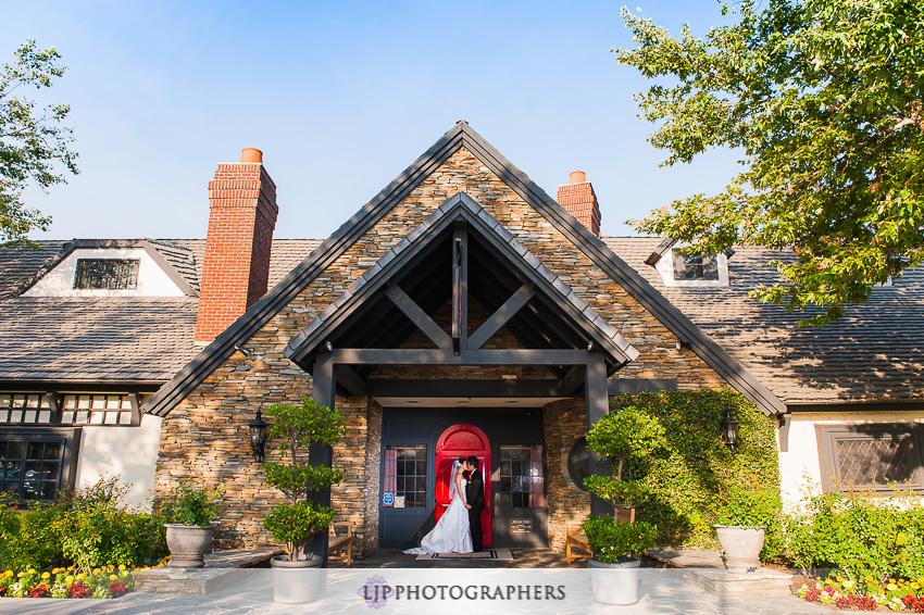 15-summit-house-fullerton-wedding-photographer-wedding-bouquet