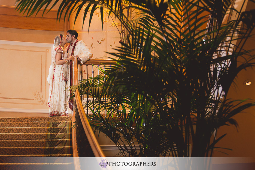 18-hyatt-aviara-san-diego-wedding-photographer-wedding-rings