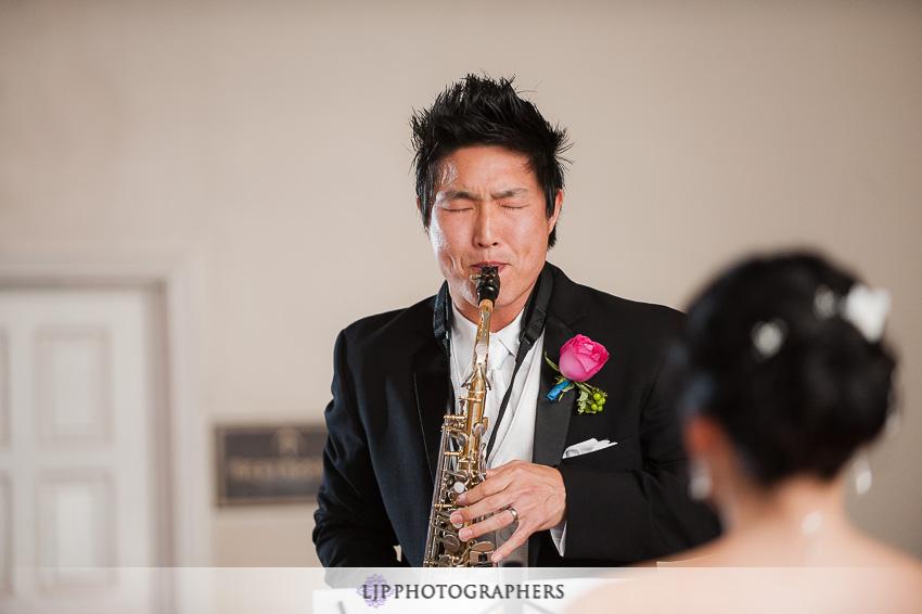 19-summit-house-fullerton-wedding-photographer-wedding-bouquet
