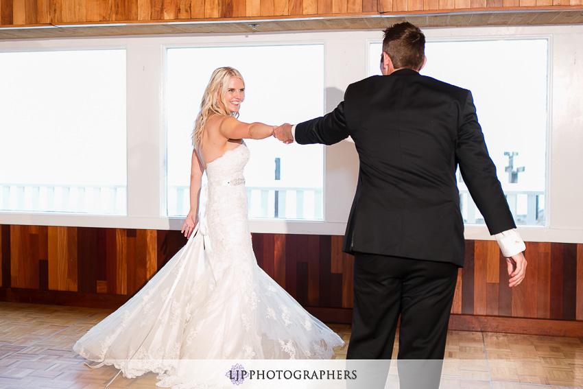 22-beach-wedding-photographer-first-dance
