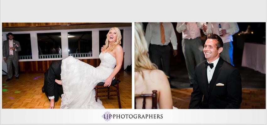 27-beach-wedding-photographer-garter-toss