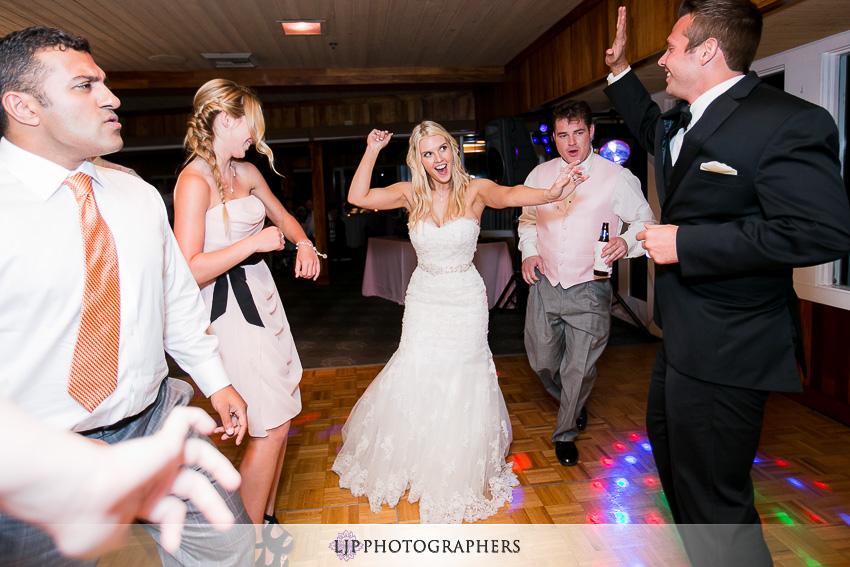 29-beach-wedding-photographer-wedding-decor