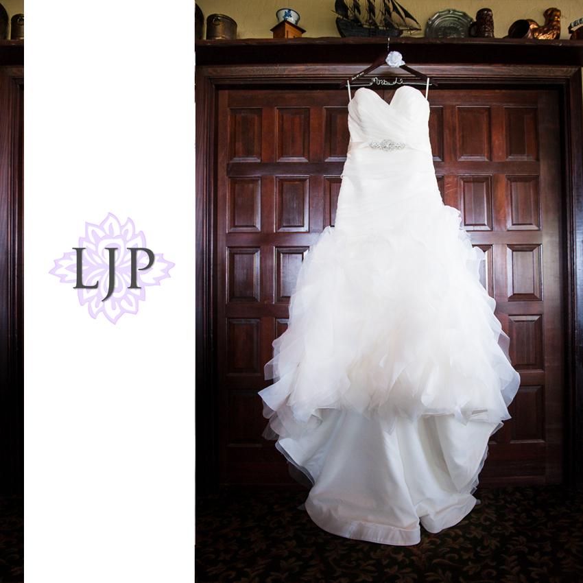 01-summit-house-fullerton-wedding-photographer-wedding-dress