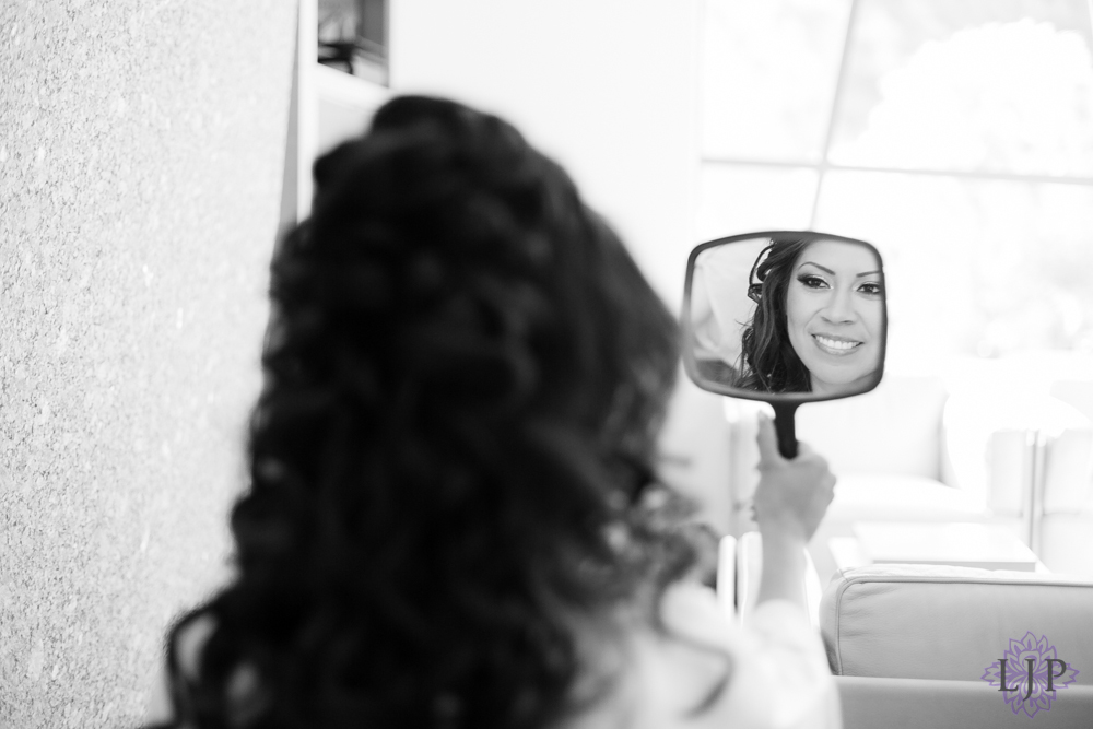 03-seven-degrees-wedding-photographer-bride-getting-ready