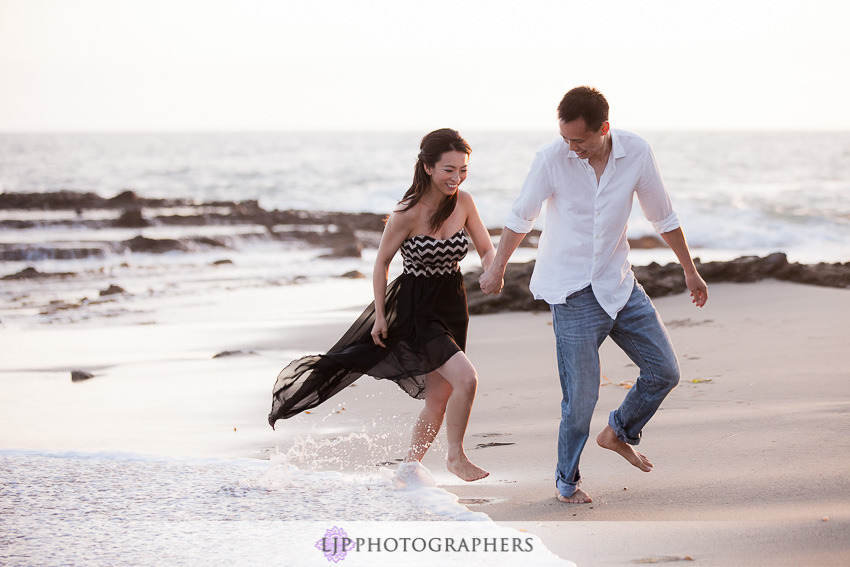 06-beautiful-sunset-engagement-photos