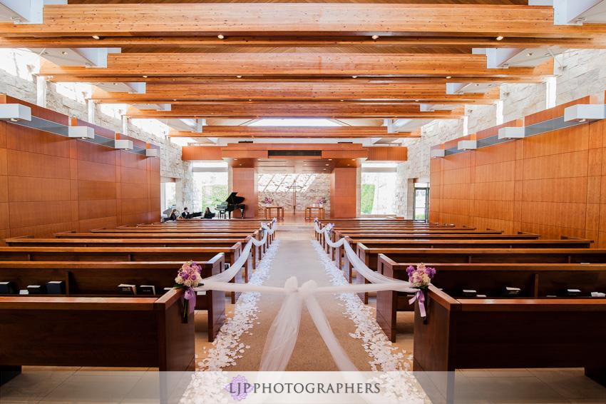 07-crossline-community-church-wedding-photographer-wedding-ceremony-church-decor