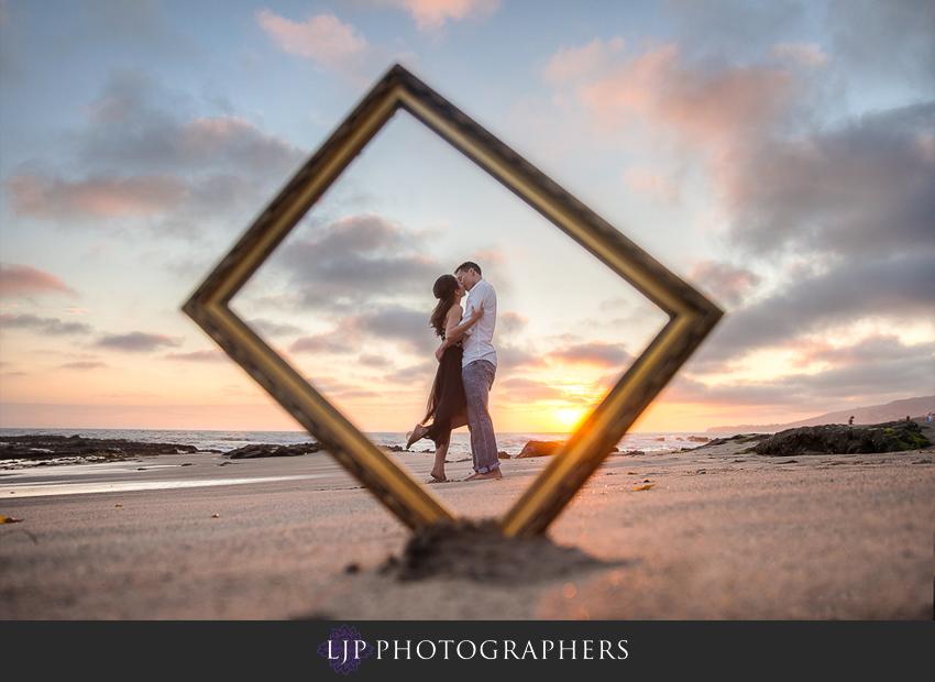 08-beautiful-sunset-engagement-photos