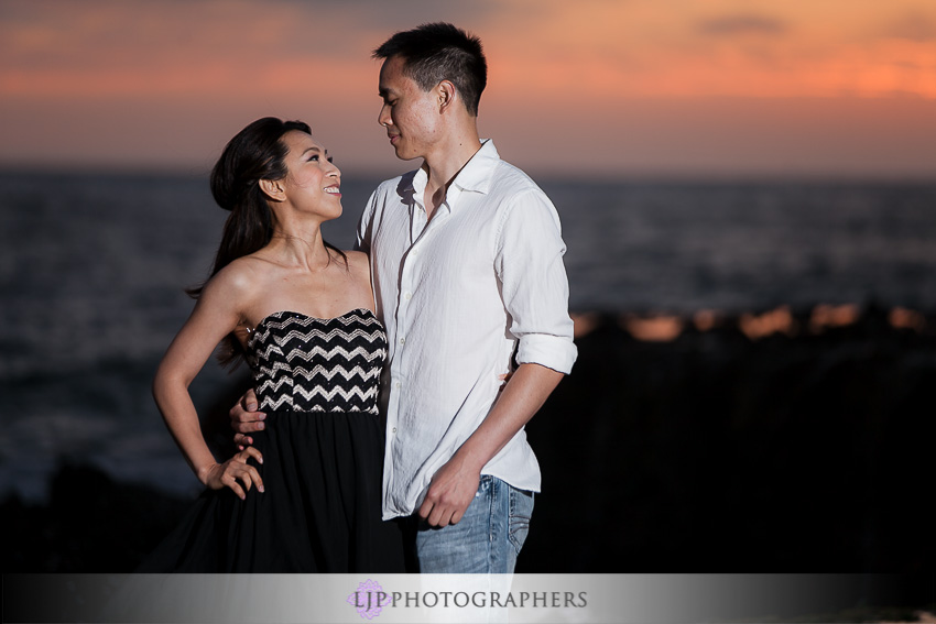 09-beautiful-sunset-engagement-photos