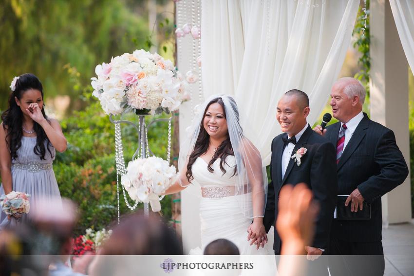 12-summit-house-fullerton-wedding-photographer-wedding-ceremony