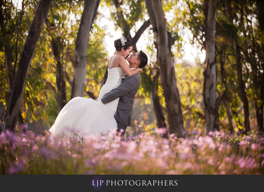 16-crossline-community-church-wedding-photographer-couple-photos