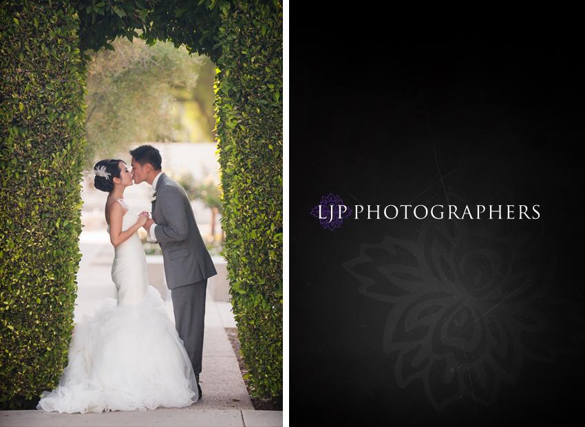 17-crossline-community-church-wedding-photographer-couple-photos