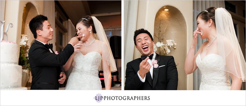 19-turnip-rose-promenade-and-gardens-wedding-photographer-cake-cutting