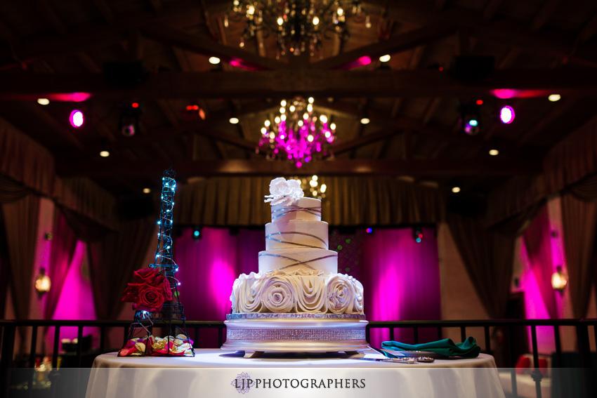 20-padua-hills-theater-wedding-photographer-wedding-cake-photos