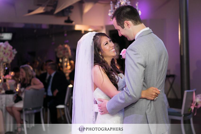 20-seven-degrees-wedding-photographer-first-dance