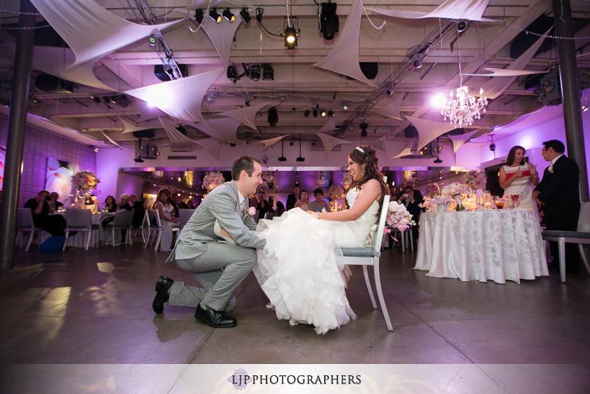 23-seven-degrees-wedding-photographer-garter-toss