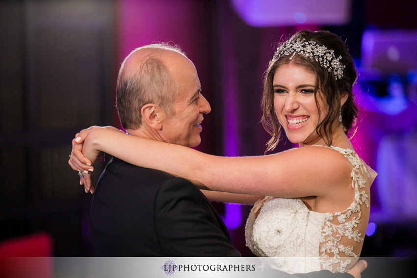 24-anqi-bistro-wedding-photographer-father-daughter-dance