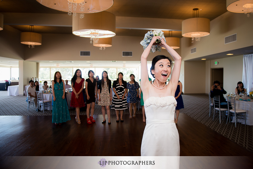 24-the-neighborhood-church-palos-verdes-wedding-photographer-bouquet-toss
