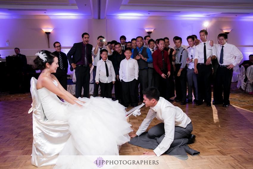 27-crossline-community-church-wedding-photographer-garter-toss