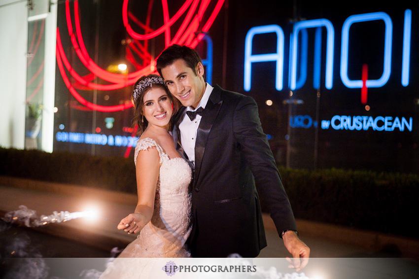 28-anqi-bistro-wedding-photographer-sparkler