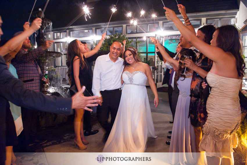 28-summit-house-fullerton-wedding-photographer-sparkler-exit